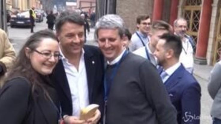 Renzi accolto come una rockstar all'Assemblea nazionale di Italia Viva