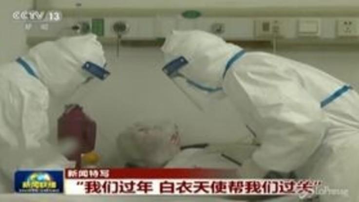 Coronavirus, prima vittima fuori dalla Cina. Il bilancio sale a 304 morti