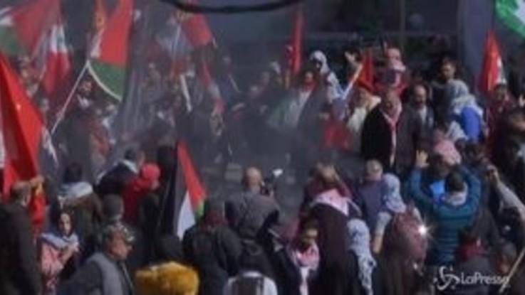 Medio Oriente, proteste davanti all'ambasciata Usa di Beirut