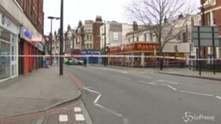 Londra, accoltella i passanti: ucciso dalla polizia