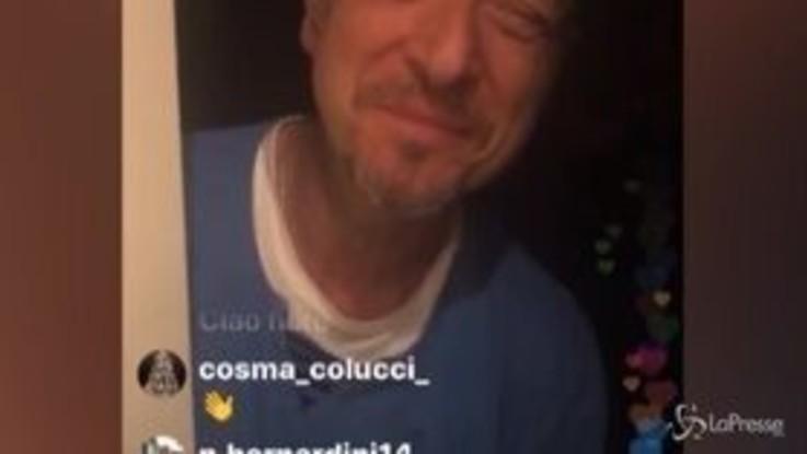 Sanremo 2020: Fiorello sveglia Amadeus e lui gli apre in pigiama