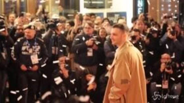 Sanremo: il red carpet degli artisti davanti al teatro Ariston
