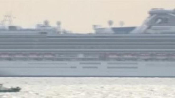 Coronavirus, il Giappone mette in quarantena un'intera nave da crociera