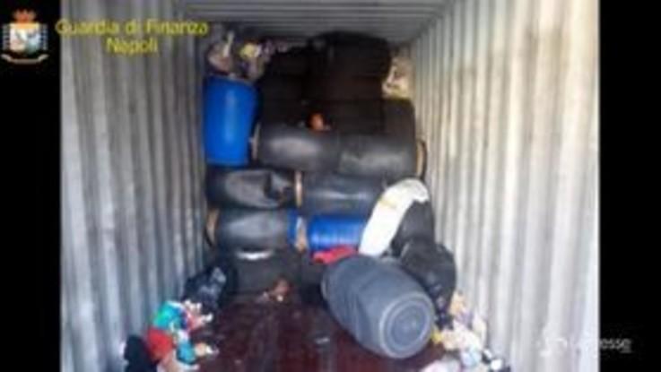Napoli, sequestrate 3 tonnellate di rifiuti speciali pericolosi: due denunce