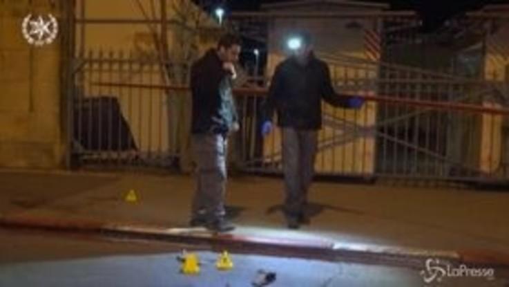 Gerusalemme: auto conto militari, 14 feriti