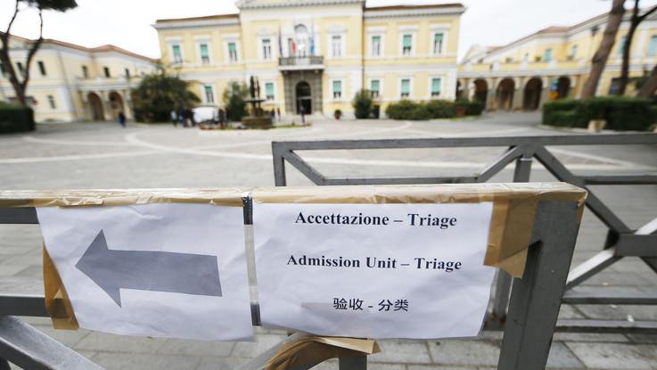 """Coronavirus, Spallanzani: """"Italiano contagiato in buone condizioni"""". Oms: """"I morti salgono a 637"""""""