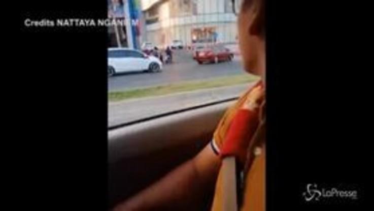 Thailandia, militare fa strage nel centro commerciale: il rumore dei colpi esplosi