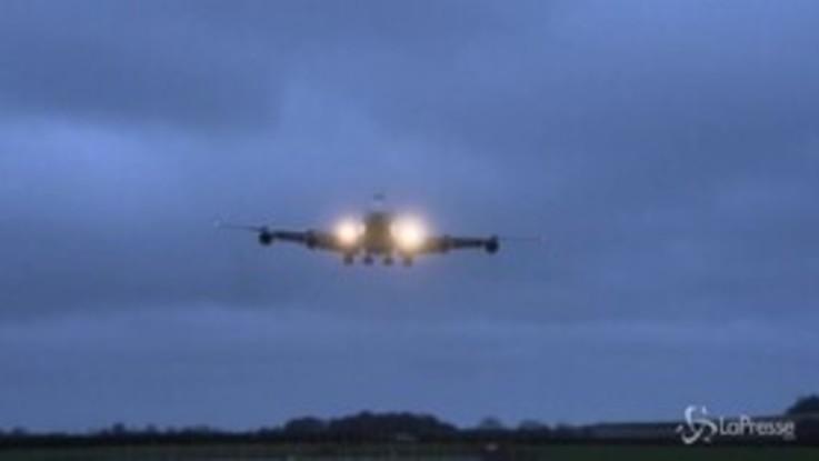 Coronavirus, atterrato nel Regno Unito aereo proveniente da Wuhan
