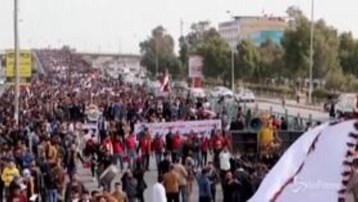 Iraq, migliaia di studenti in piazza a Najaf dopo la morte di 8 manifestanti
