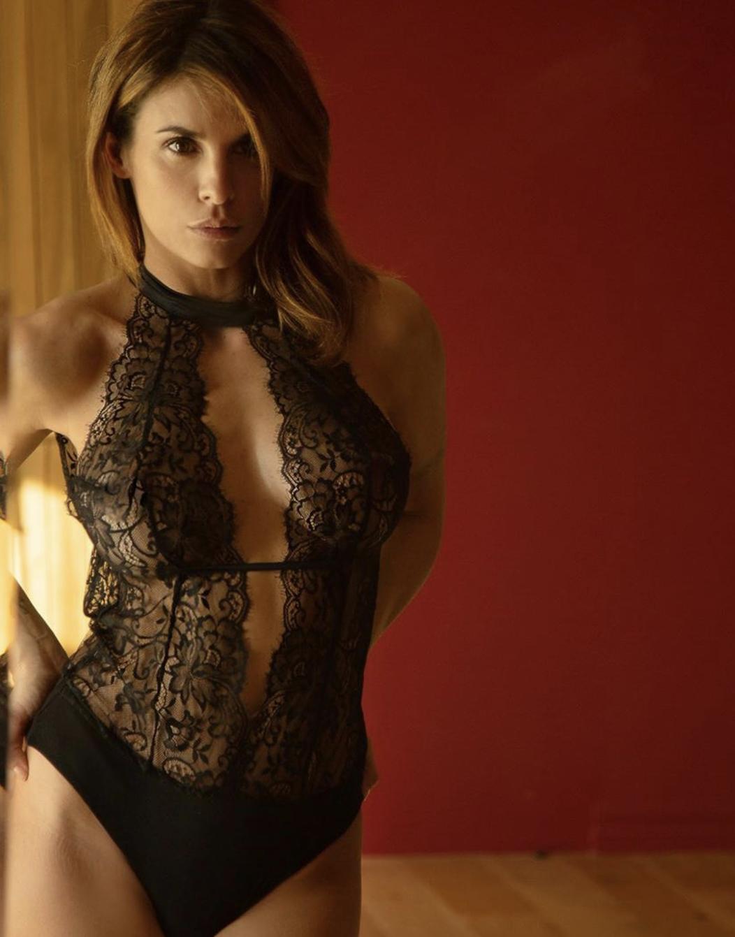 Elisabetta Canalis in trasparenze di pizzo nero per San Valentino