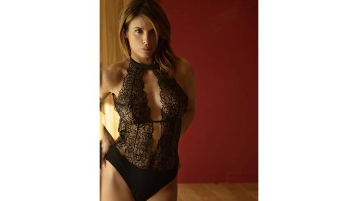 Elisabetta Canalis in trasparenze di pizzo nero per San Valentino. E su Instagram è un trionfo d'amore