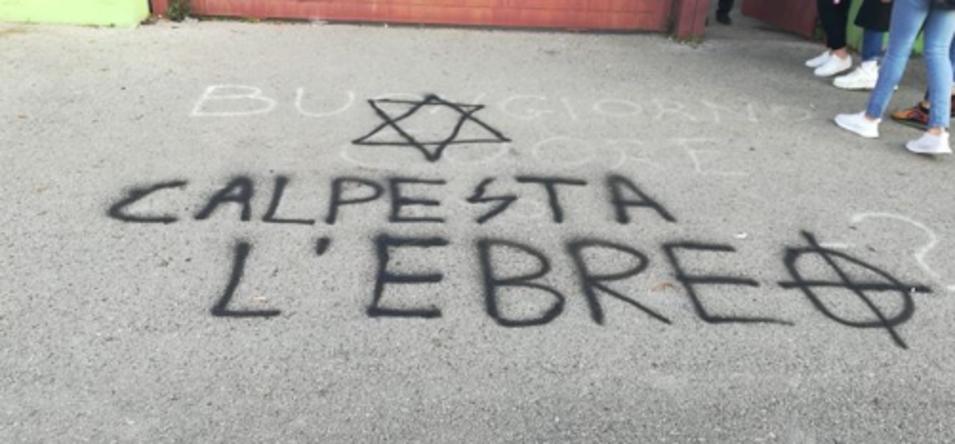 Pomezia, 'calpesta l'ebreo': scritte antisemite fuori da due scuole