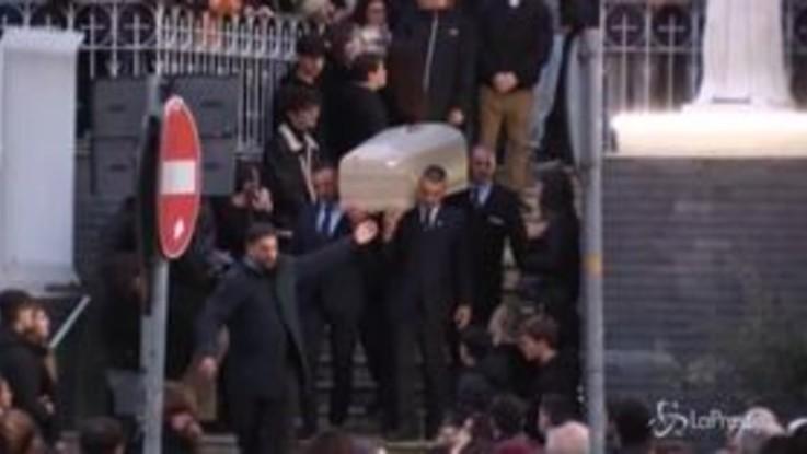 Napoli: muore a 19 anni dopo una festa, folla commossa ai funerali di Guglielmo