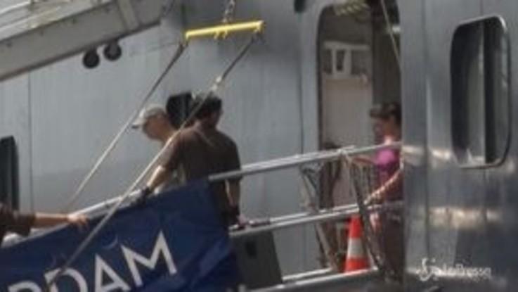 Coronavirus, sbarcano in Cambogia i passeggeri della MS Westerdam