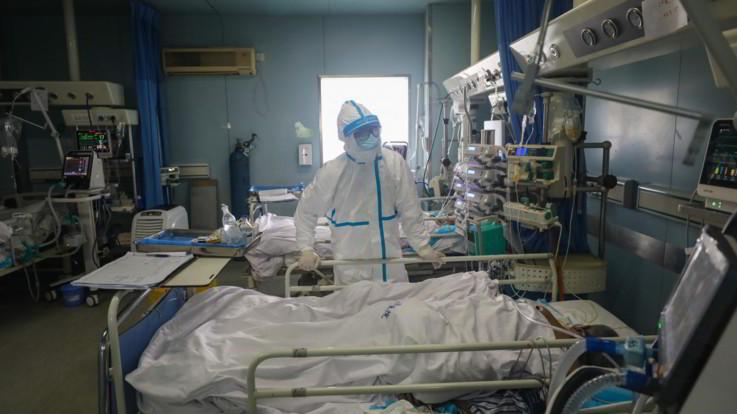 Coronavirus, sviluppato 'plasma di convalescenza'. Domani il rientro di Niccolò da Wuhan