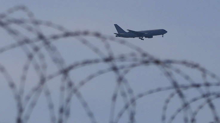 Coronavirus, atterrato a Pratica di Mare l'aereo con a bordo Niccolò