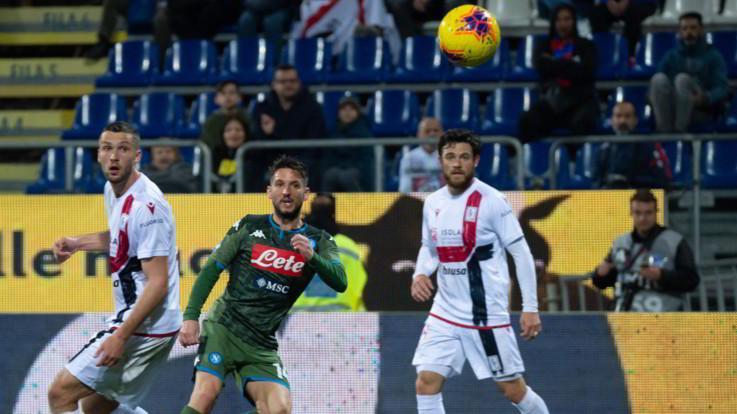 Il Napoli piega il Cagliari con una magia di Martens: 1-0 al Sant'Elia