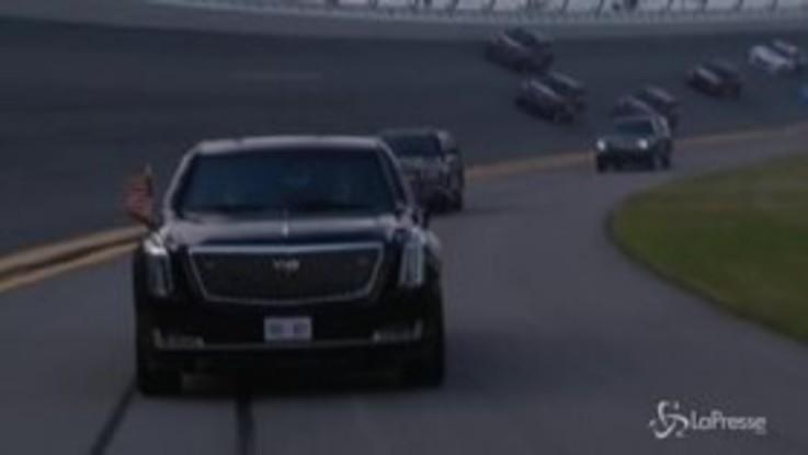 500 miglia Daytona, Trump sfila in pista con la limousine