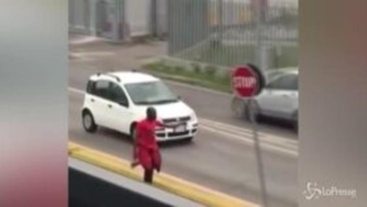 Paura nel Mantovano, armato d'ascia aggredisce passanti e carabinieri