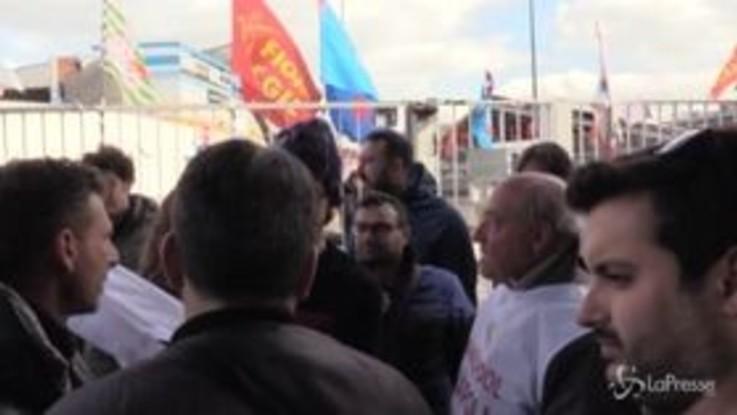 """Whirlpool, Santori fra gli operai: """"Le Sardine non portano soluzioni ma danno voce a chi non ne ha"""""""