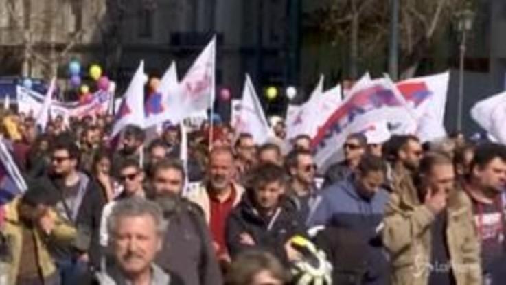 Grecia: in migliaia protestano ad Atene contro riforma pensioni