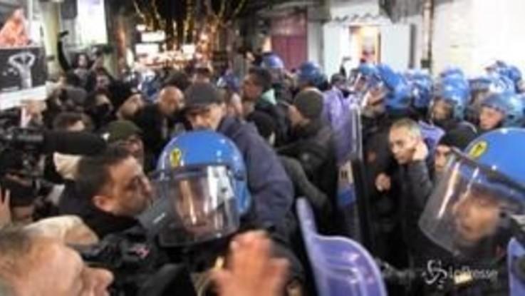Salvini a Napoli, scontri tra manifestanti e forze dell'ordine durante il corteo