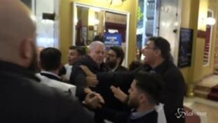 Salvini a Napoli: spintoni, insulti e minacce. Dirigente Lega fermato all'ingresso