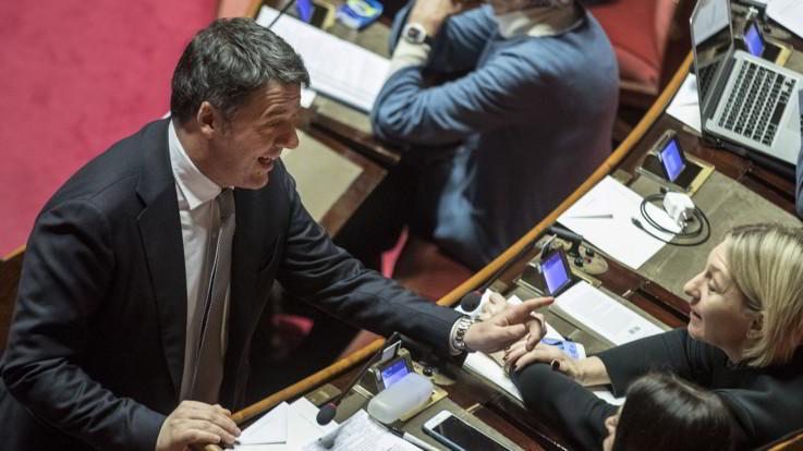 Il governo balla sulle intercettazioni. Renzi prepara la 'mossa del cavallo'