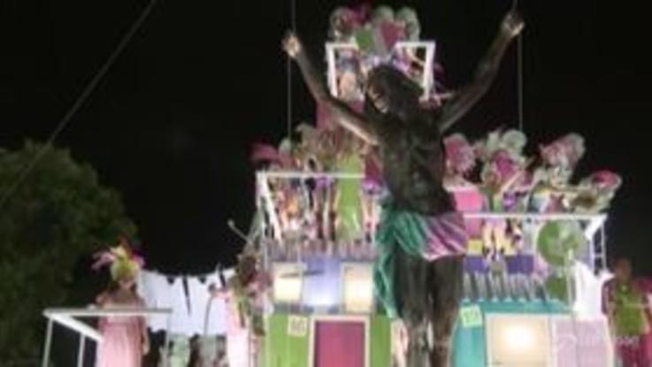 Carnevale di Rio de Janeiro, sfila la scuola di samba