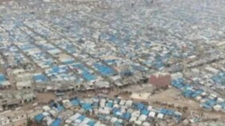 Dramma sfollati Siria: la distesa infinita di tende al confine con la Turchia