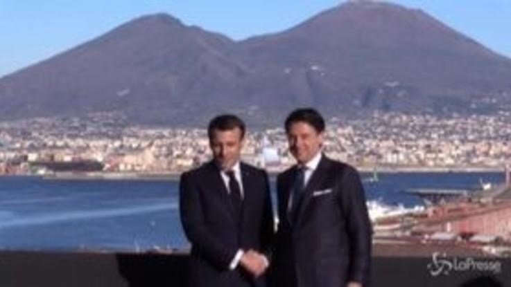 Conte e Macron, le foto davanti al Vesuvio