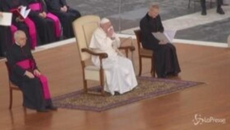 Il Papa raffreddato preoccupa i fedeli