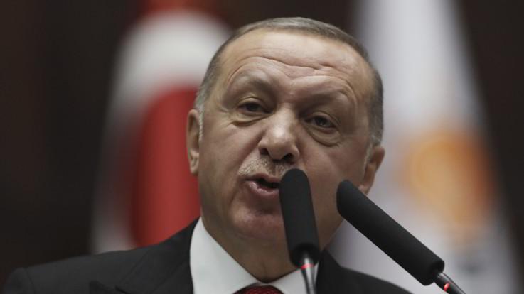 Migranti, Turchia minaccia Ue: 18mila migranti al confine. Grecia li respingere