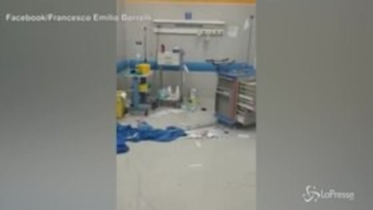 Napoli, 15enne morto in sparatoria: parenti devastano pronto soccorso