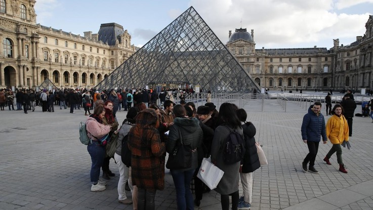 Coronavirus, Parigi chiude il Louvre