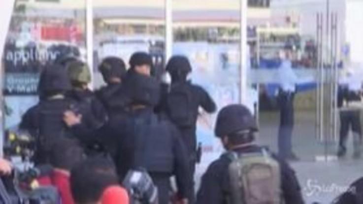 Filippine, ostaggi in un centro commerciale di Manila
