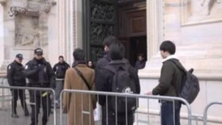 Milano, riapre il Duomo: i primi visitatori 4 turisti giapponesi