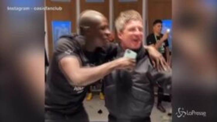 Il City vince la coppa: Mendy show negli spogliatoi con Noel Gallagher