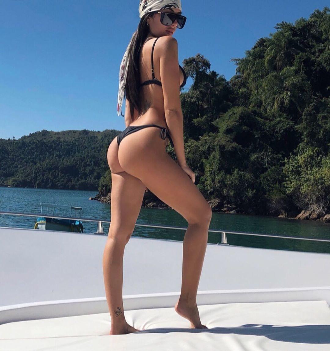 Sofia Bonelli, lato b da urlo per la fidanzata di Claudio Caniggia