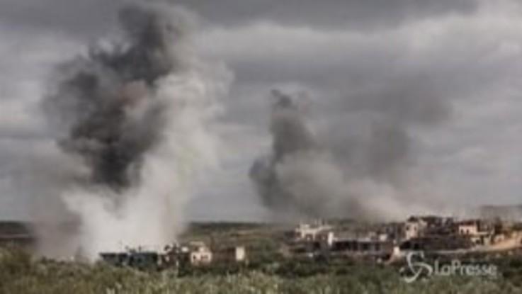Siria, si intensificano i bombardamenti delle forze governative su Idlib