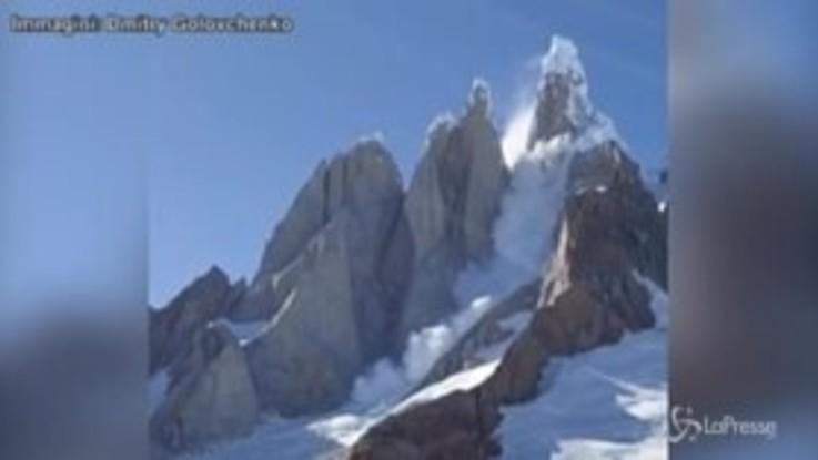 Patagonia, parete di ghiaccio si stacca dal Cerro Torre