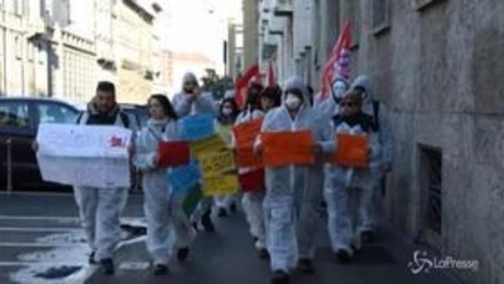"""Coronavirus, a Milano flash mob per il """"reddito di quarantena"""""""