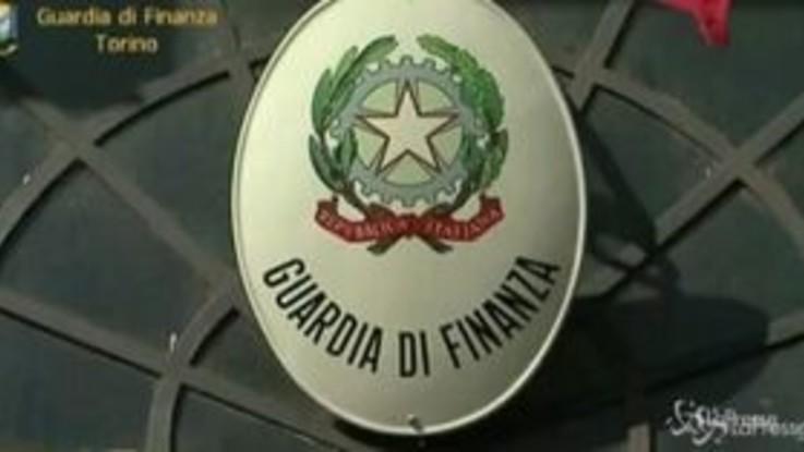 Blitz della Guardia di Finanza di Torino contro i coronavirus shop