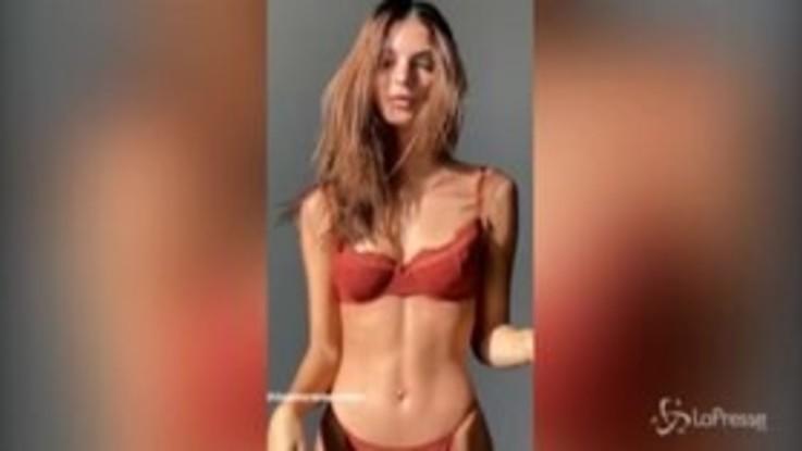 Emily Ratajkowski super sexy su Instagram, i fan impazziscono