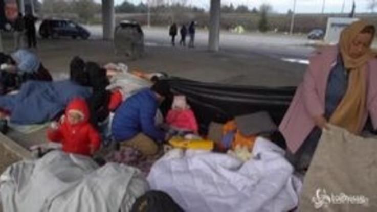 Dramma migranti in Turchia: famiglie con bambini al gelo senza cibo