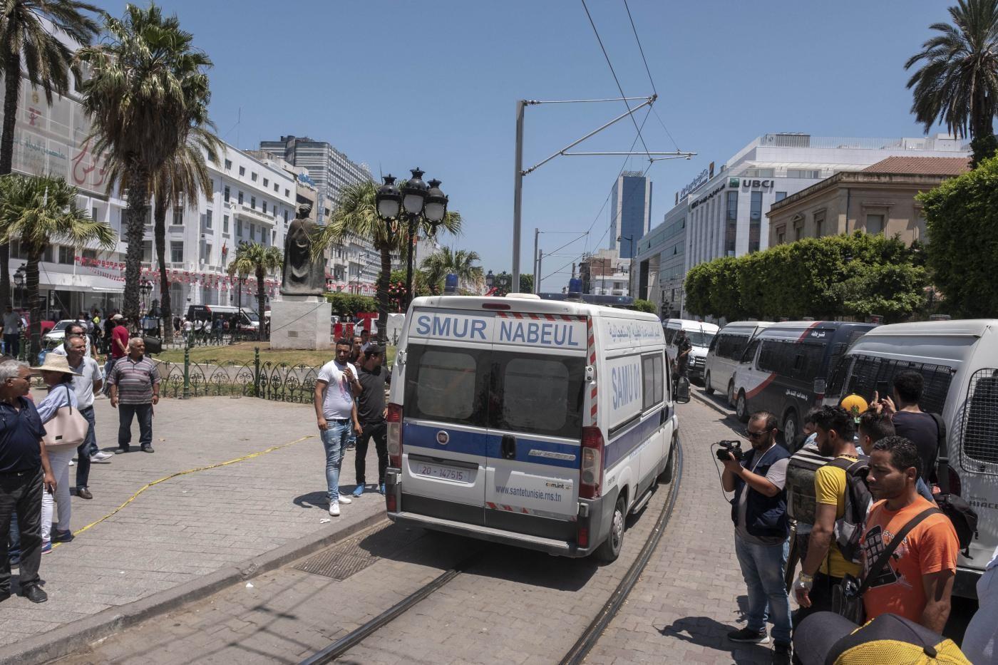 Tunisi, kamikaze si fa esplodere davanti ad ambasciata Usa: feriti