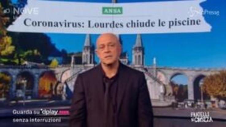 """Crozza e il coronavirus: """"Piscine chiuse a Lourdes, messaggio di Dio?"""""""