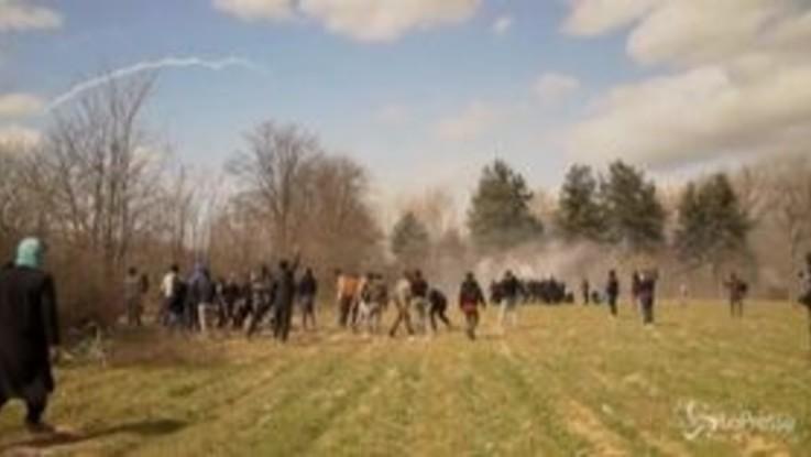 Tensione al confine turco-greco: migranti cercano di attraversare la frontiera