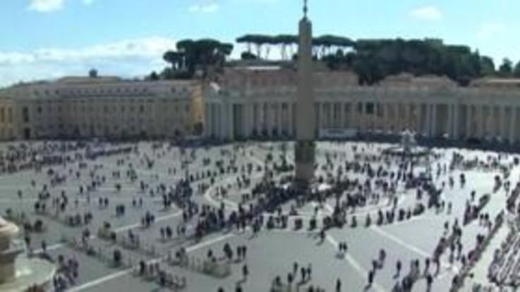 """Angelus del papa in video: """"Vicino alle persone che soffrono"""""""