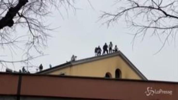 Rivolta in carcere anche a Milano, detenuti sul tetto a San Vittore